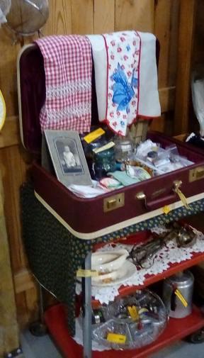 01-15--53 suitcase buttons etc